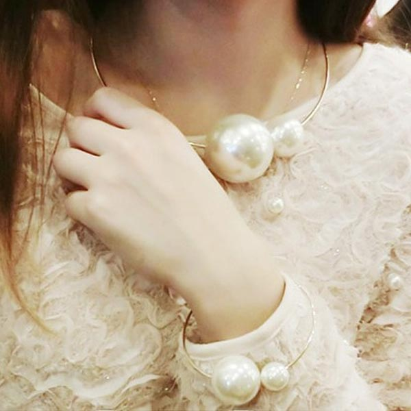 Big Pearl Statement Necklace