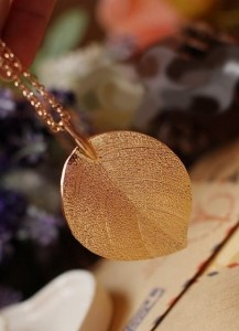 Lucky Golden Leaf Pendant Necklace