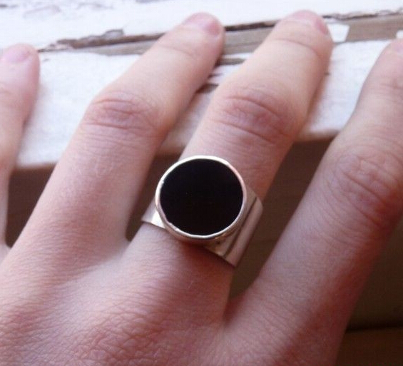 Black Gem Finger Ring