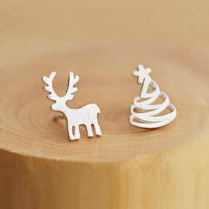 deer-christmas-tree-earrings
